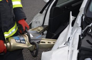 Výcvik hasičů ve vyprošťování zraněných osob z havarovaných vozidel, zaměřený na nové konstrukční prvky vozidel ŠKODA