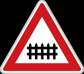Železniční přejezd se závorami