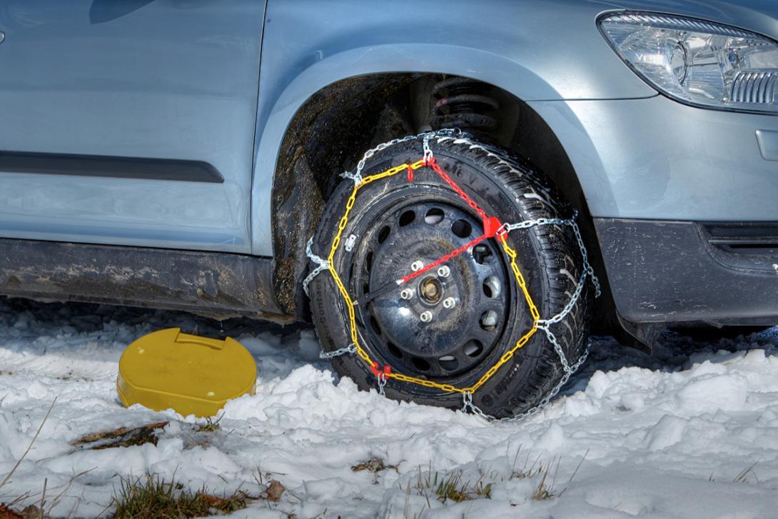 Nasazování sněžných řetězů