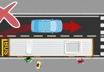 Chyby řidičů vs. autobusy a tramvaje v zastávce