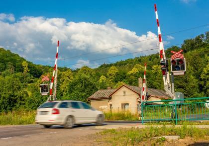 Železniční přejezdy – pravidla, statistiky a tipy