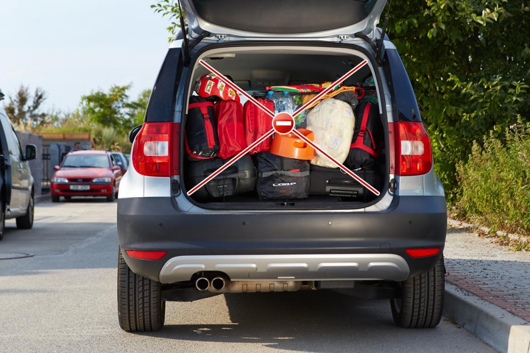 Špatně: Všechny předměty musí být uložené v zavazadlovém prostoru