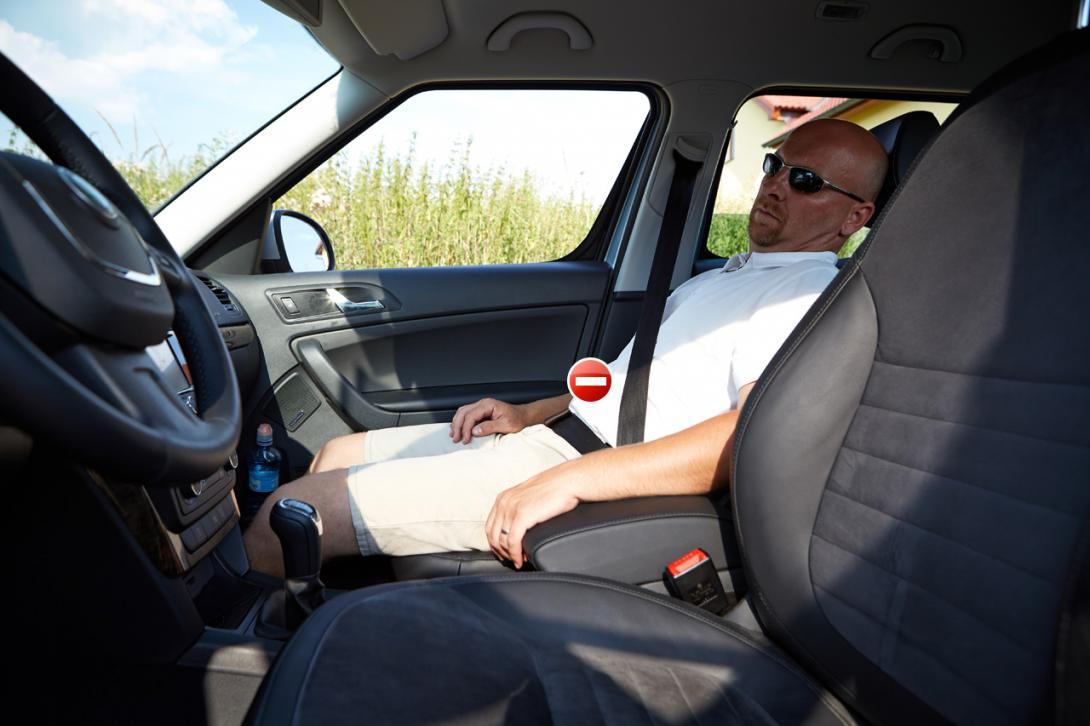 Špatně: Nohy a trup nesvírají pravý úhel