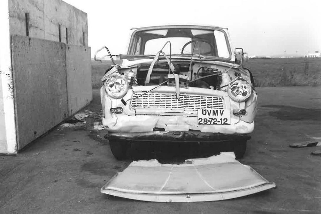 EHK 12 s vozidlem Trabant