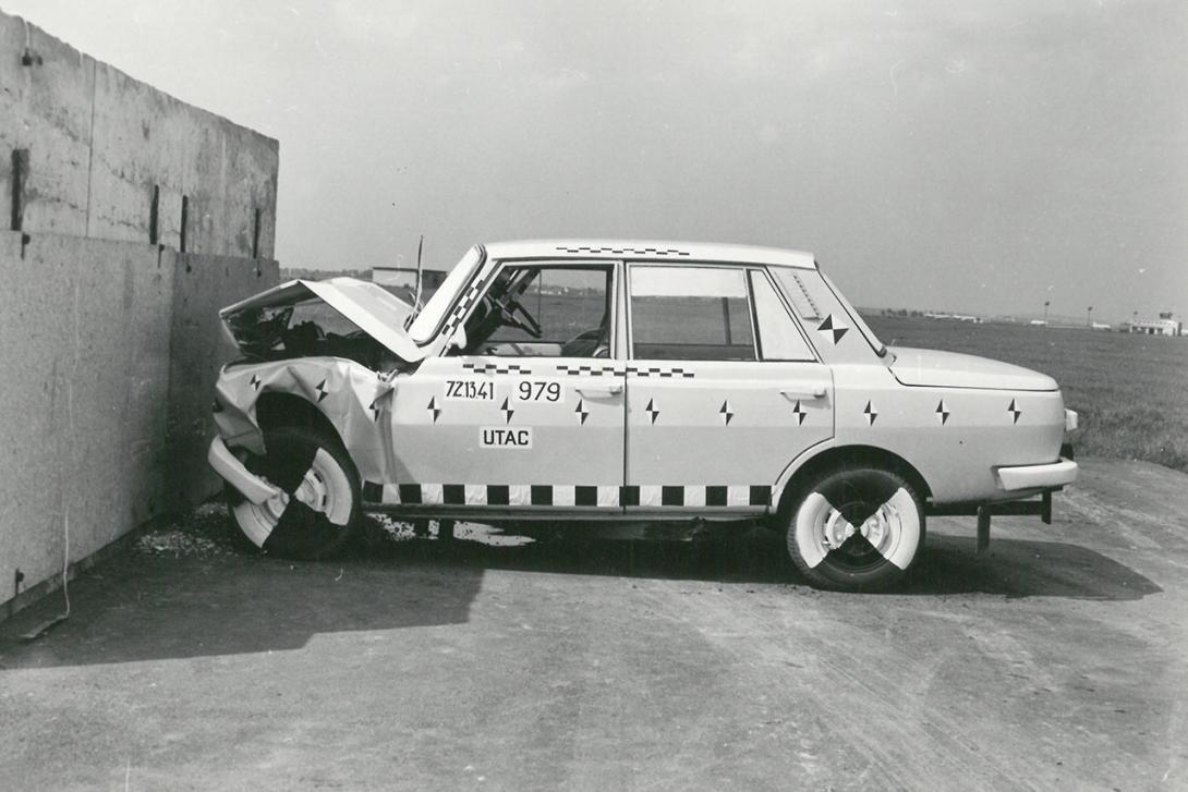 EHK 12 s vozidlem Wartburg
