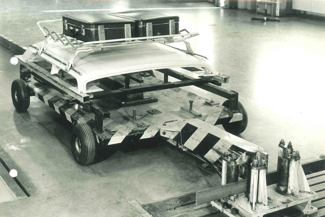 Saňový vozík s mechanickou brzdou