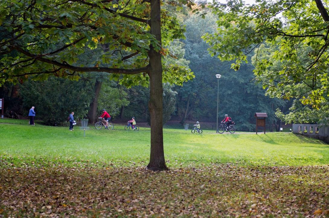 Cyklovýlet - jízda v parku