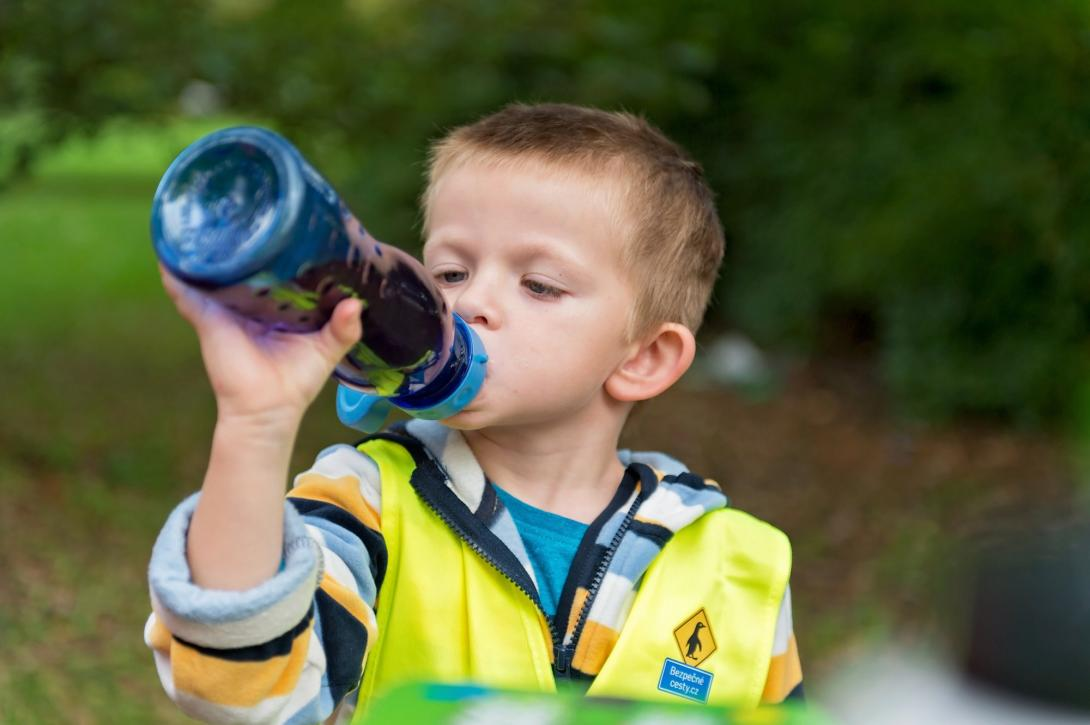 Cyklovýlet - děti by měla pravidelně a dostatečně pít