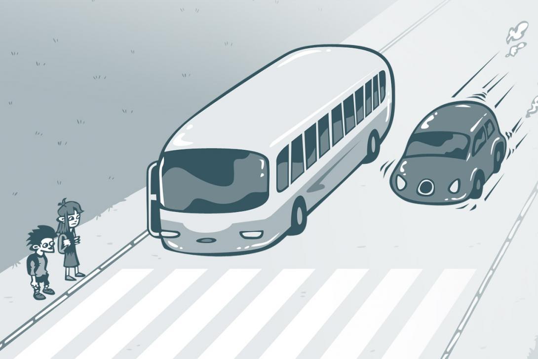 Přecházení silnice po vystoupení z MHD