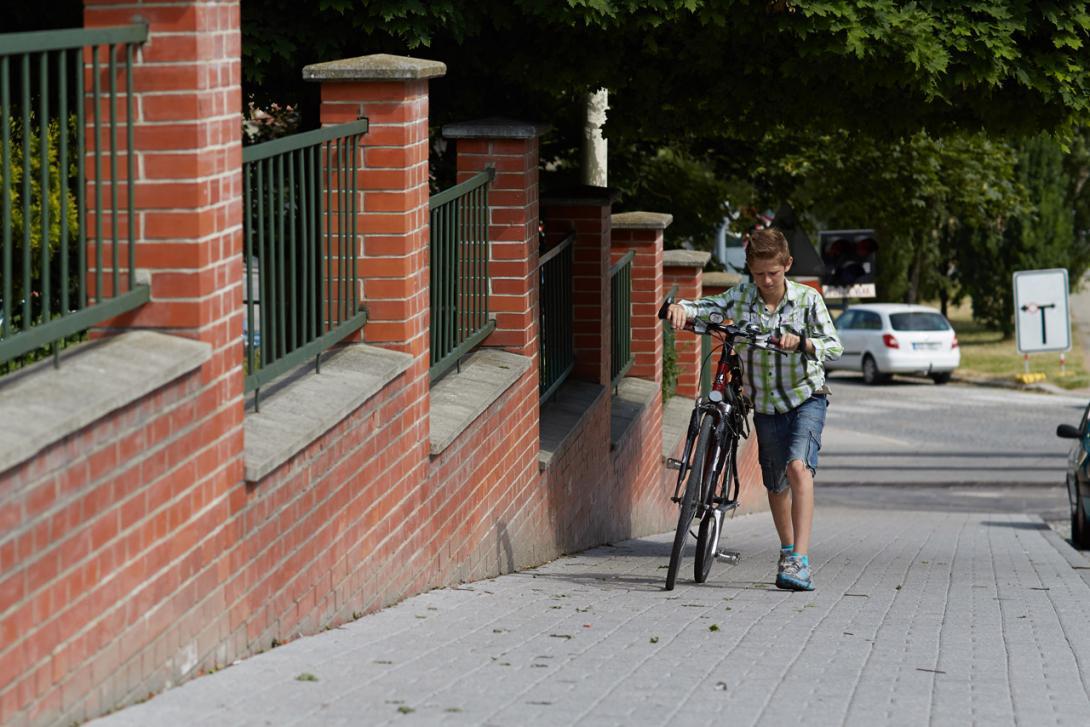 Správně: Jedeme do školy na kole