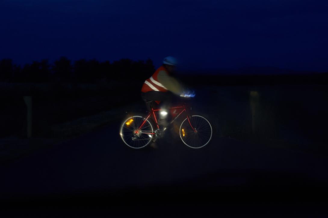 Správně: Viditelnost cyklisty v noci a za deště