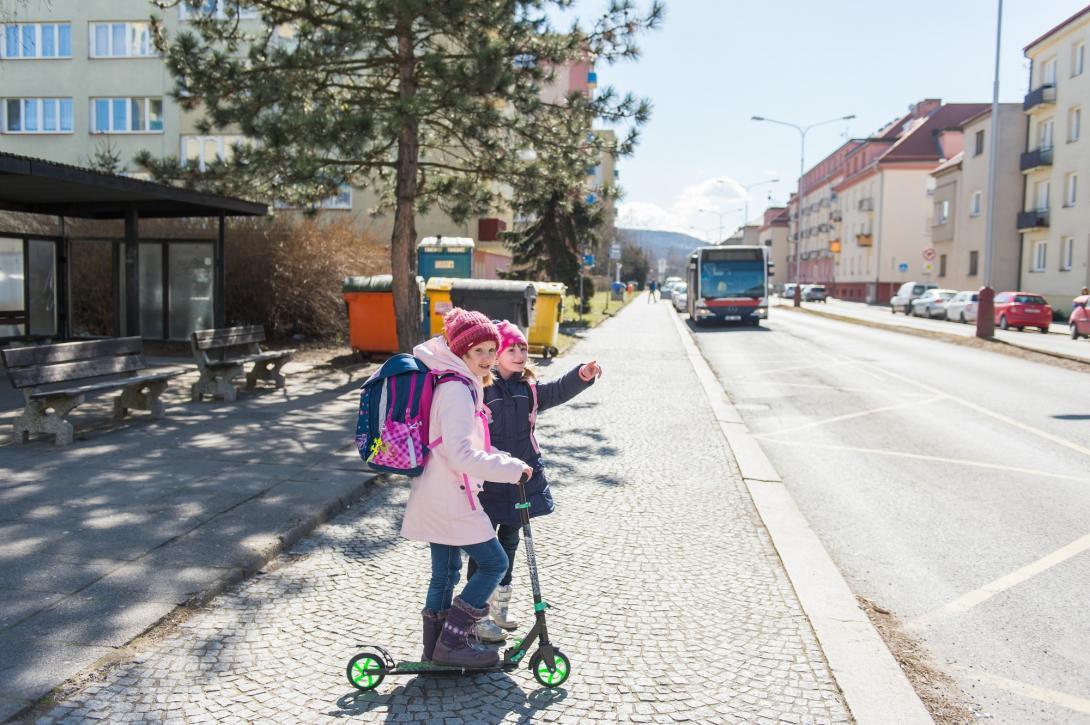 Přijíždějící autobus