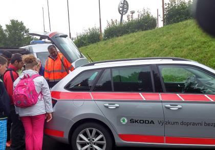 Další akce v rámci spolupráce týmu Výzkumu dopravní bezpečnosti Škoda Auto a policie ČR se uskutečnila na konci června v Hradci Králové