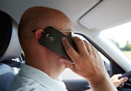 Mobilní telefony v autech