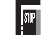 Příčná čára souvislá s nápisem STOP